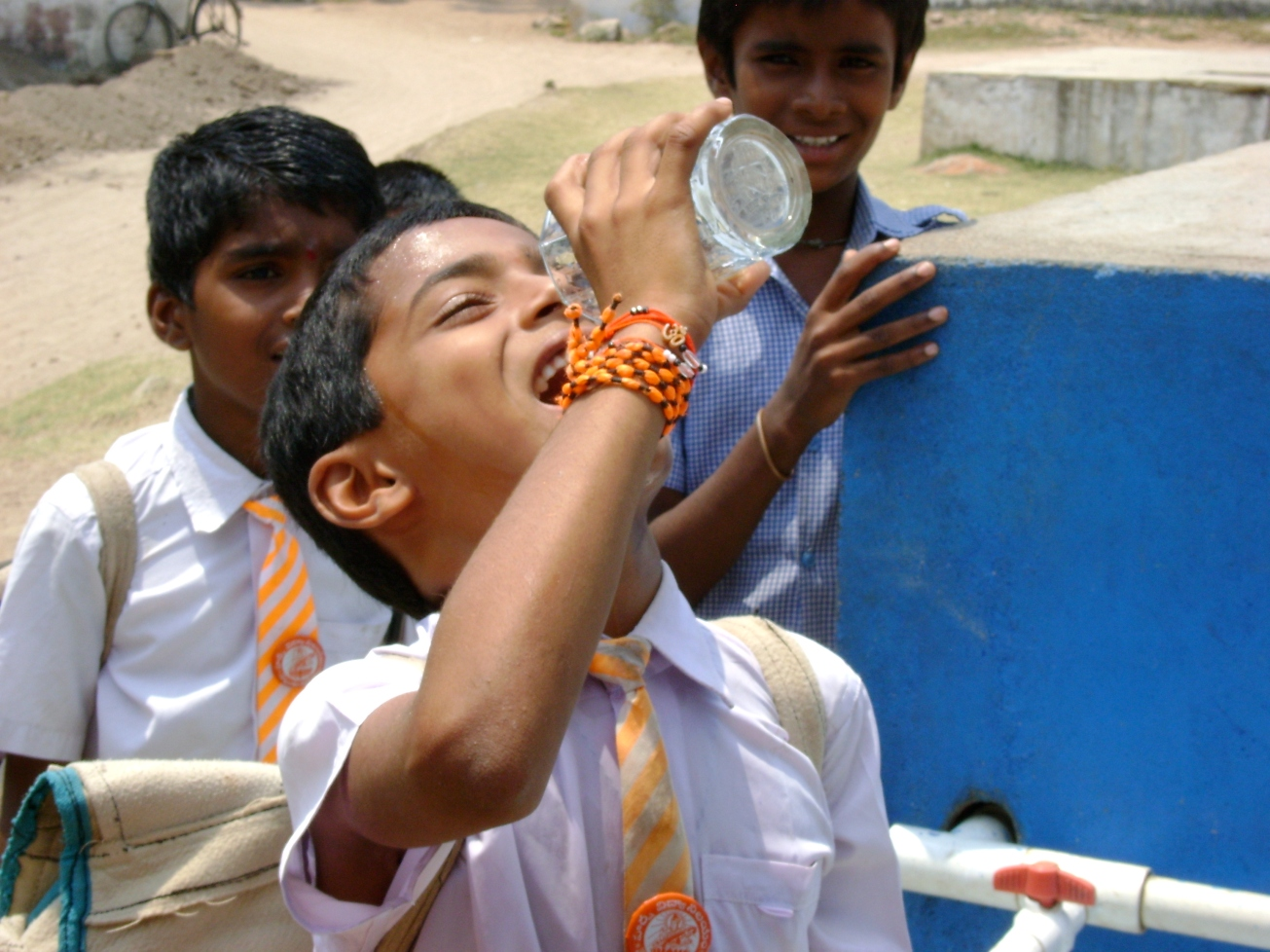 2010-Naandi-Andhra Pradesh-Nellutla-Child drinking water.JPG